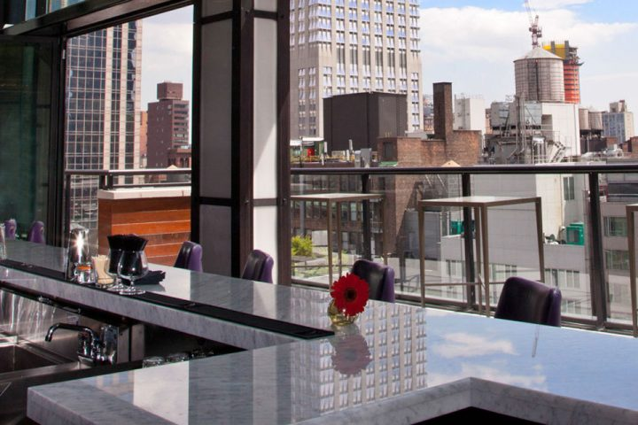 "Spyglass Rooftop Bar NYC Will ""Make You Look"""