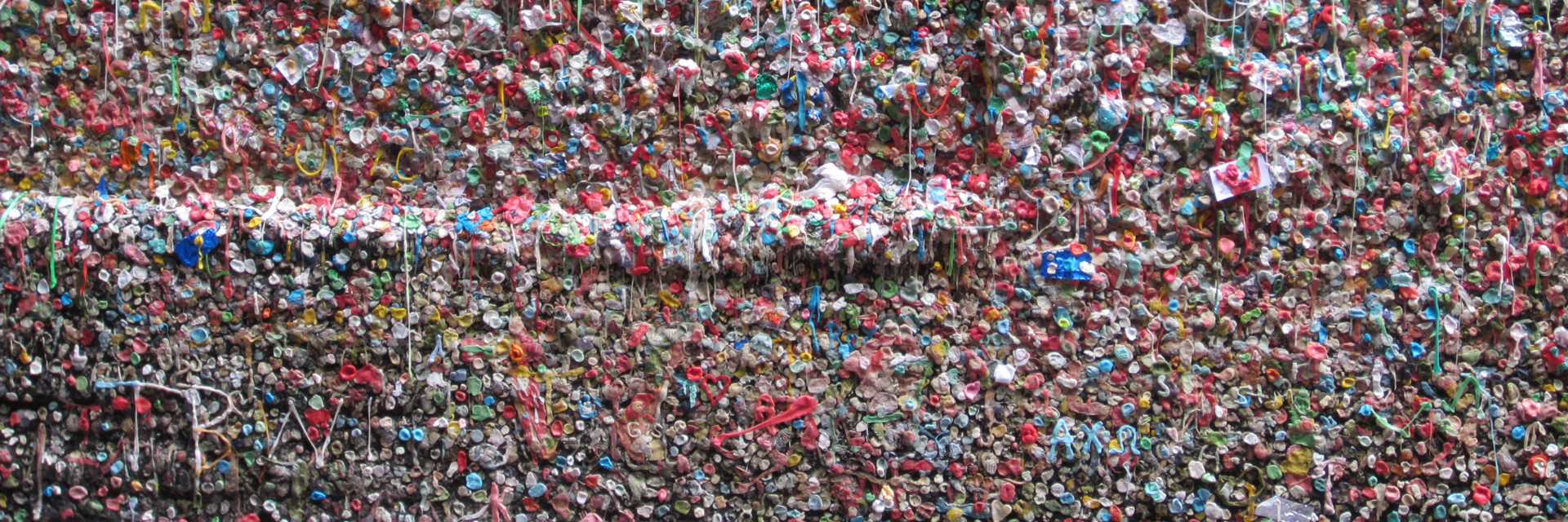 Gum Wall — Another Believer [CC BY-SA 3.0 (https://creativecommons.org/licenses/by-sa/3.0)], from Wikimedia Commons | Archer Hotel Redmond