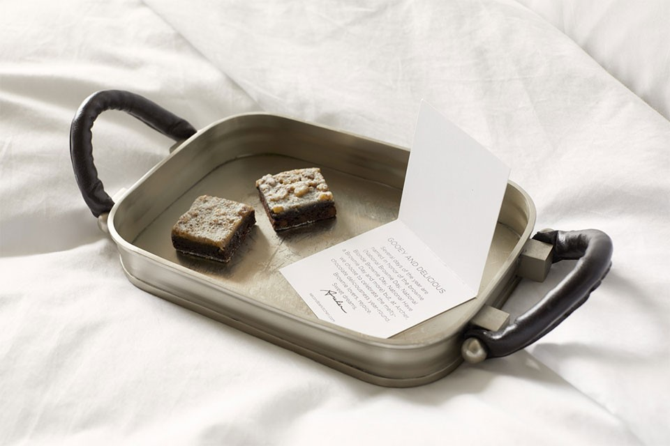 Turndown treat on bed - brownie on a tray with a card