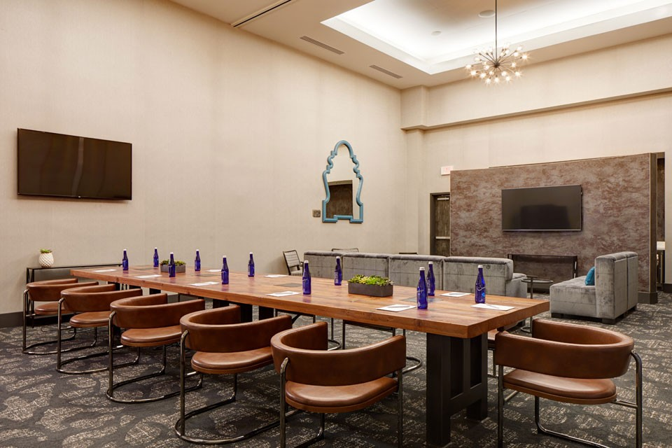 Archer Hotel Florham Park - Boardroom with a lounge