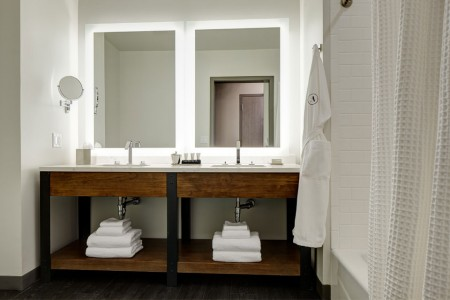 Double vanity with mirrors