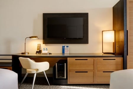 Double King - work desk with modern white chair, wall-mounted TV and wine fridge