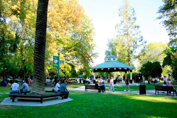 Healdsburg Square with People